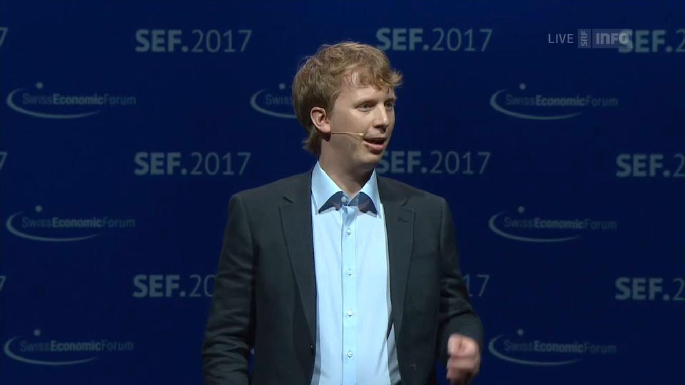 David Eberli pitcht smart-me am Swiss Economic Award